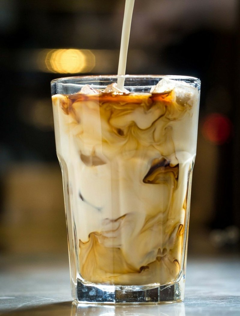 Sommergetränk kalt Kaffee mit Milch