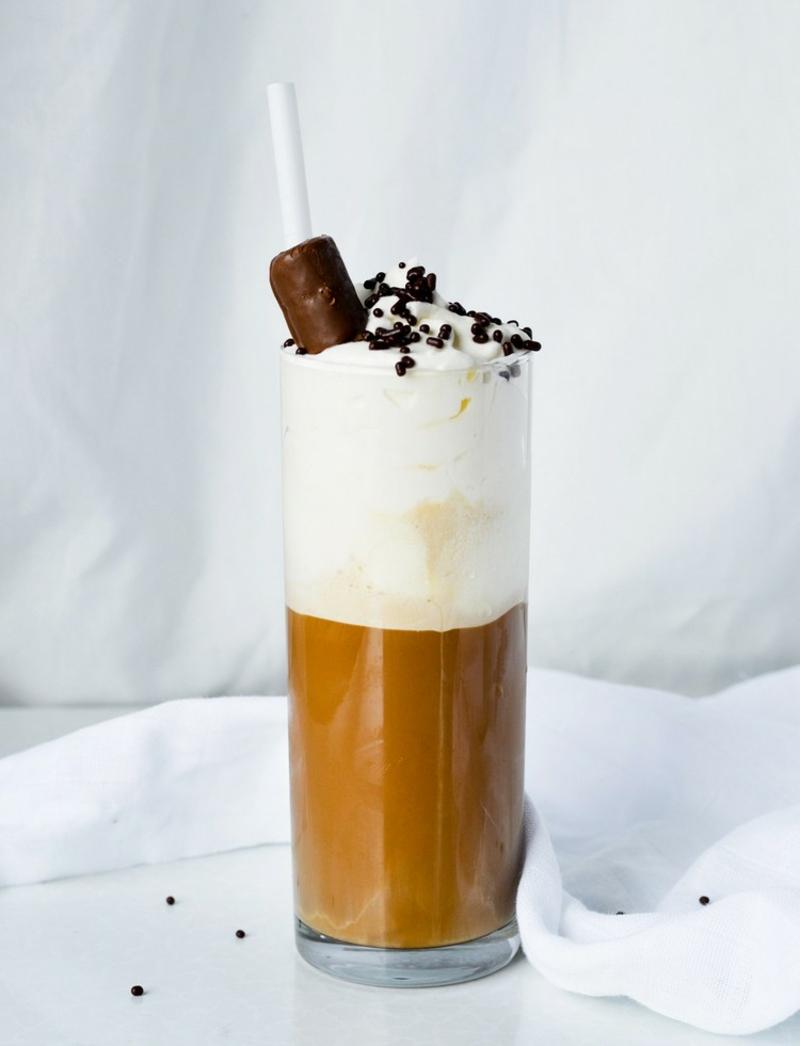Eiskaffee lecker mit Schokopraline