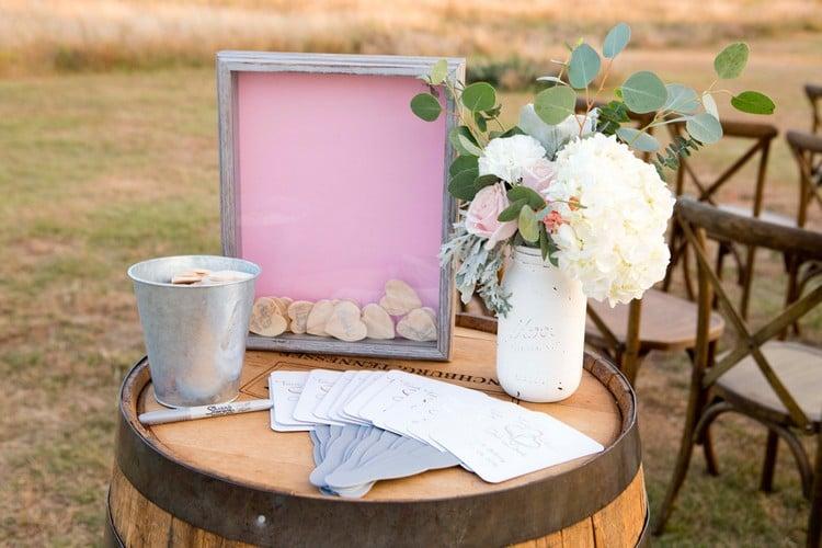 Gästebuch Hochzeit Herzen Holz Mosaik anordnen