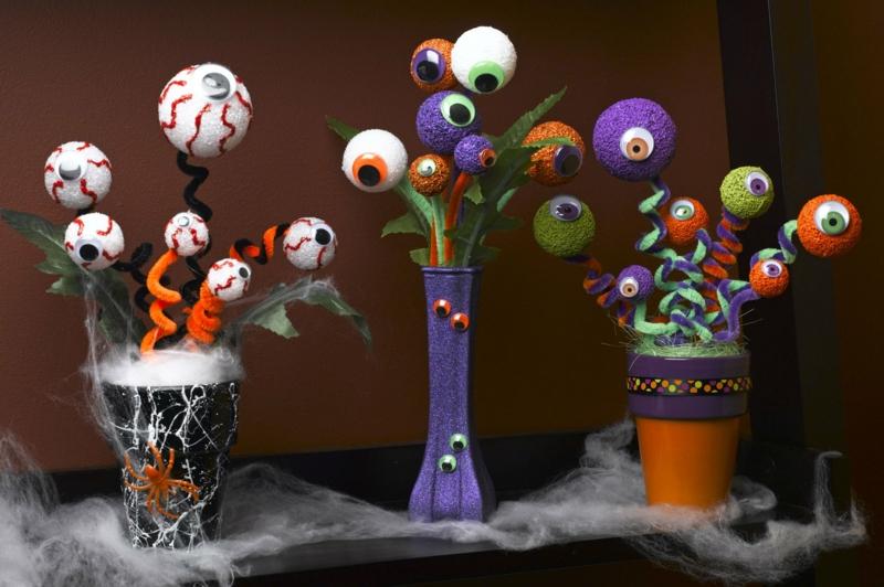Halloween Deko selbstgemacht Augäpfel Plüschdraht