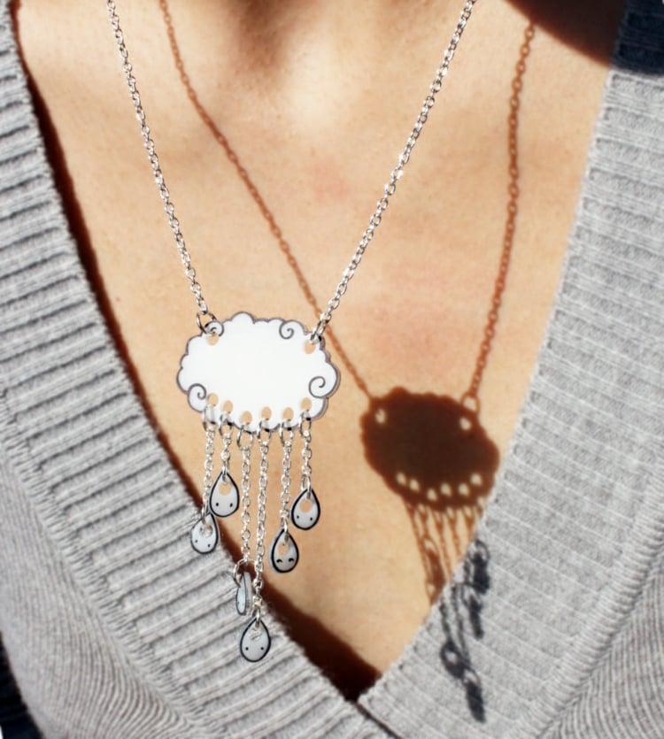 Halskette originell Wolke mit Regentropfen