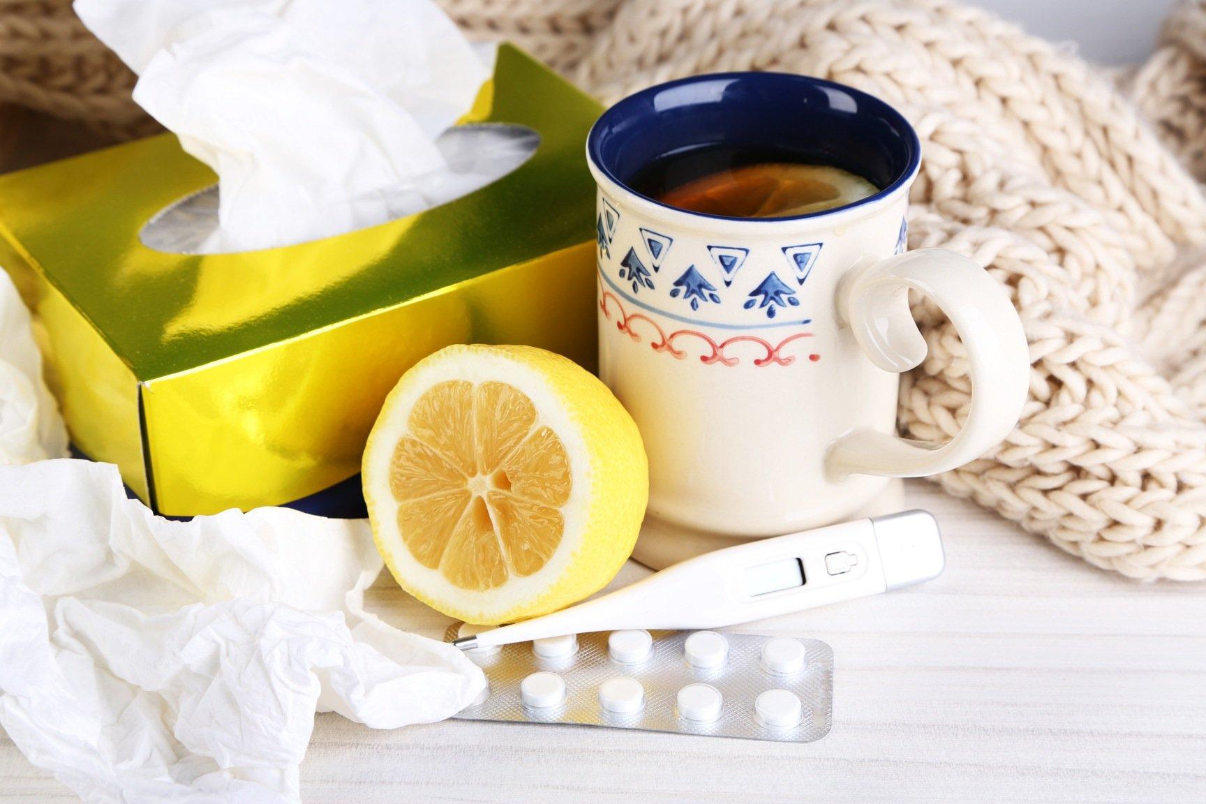 warmes Getränk mit Zitrone zubereiten