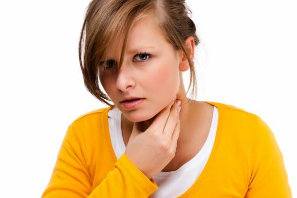 Halsschmerzen erste Hilfe Hausmittel