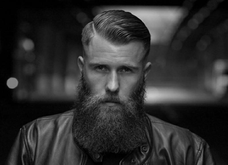 Pompadour Haarschnitt mit Tolle Bart