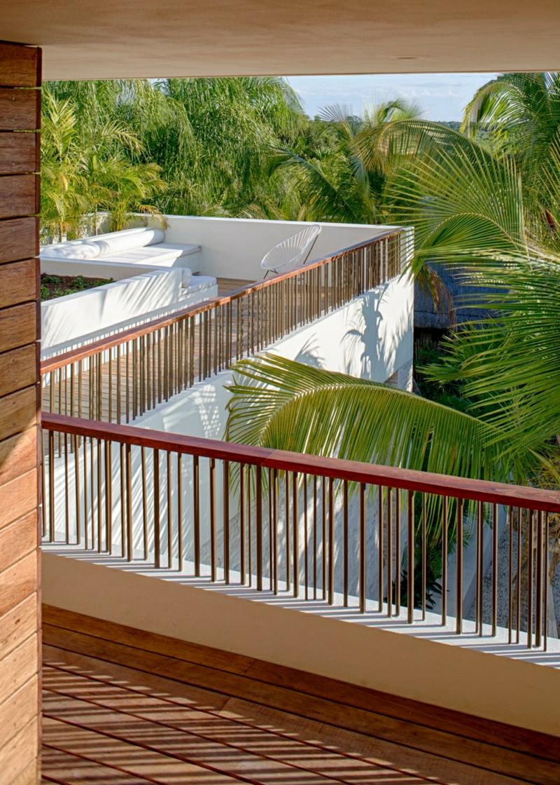 Balkonverkleidung Holz niedrige Geländer