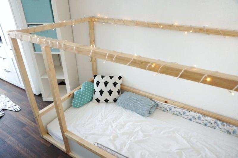 Kinderbett dekorieren originell Lichterkette