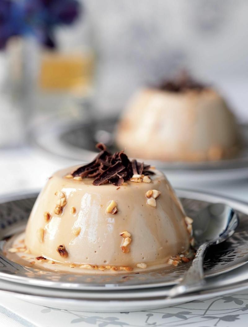 italienisches Sahnepudding mit Kaffee und Haselnüssen Rezept