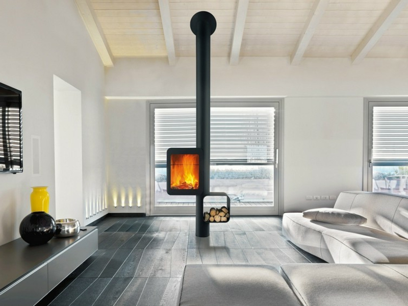 toller Schwedenofen mit Brennholzabteilung minimalistisch
