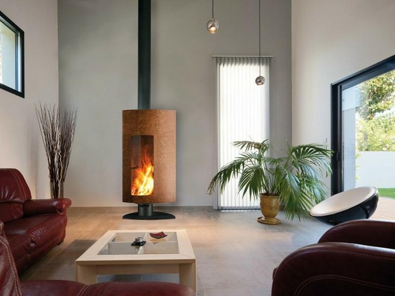 eleganter Schwedenofen mit Glasfenster Wohnzimmer