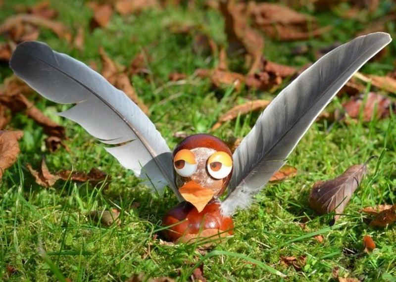 Vogel DIY Kastanien Feder Basteln mit Kindern