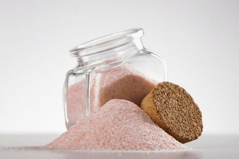 kochen mit rosafarbenem Steinsalz