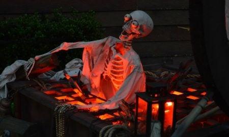 Skelett Garten schauriger Look