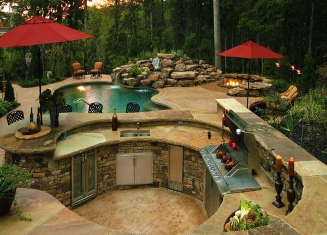 Outdoor Küche Garten mit Pool