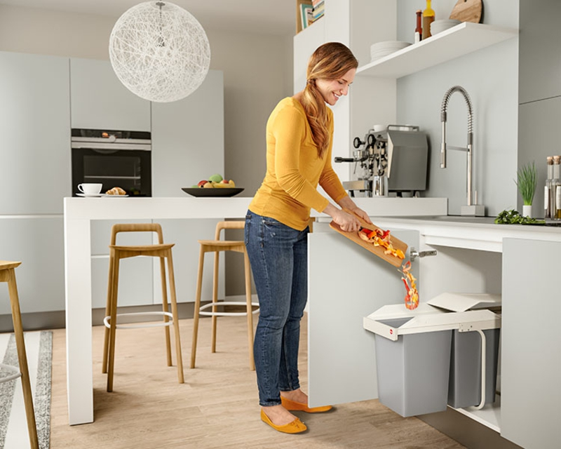 Mülleimer Küche eingebaut Essenreste werfen