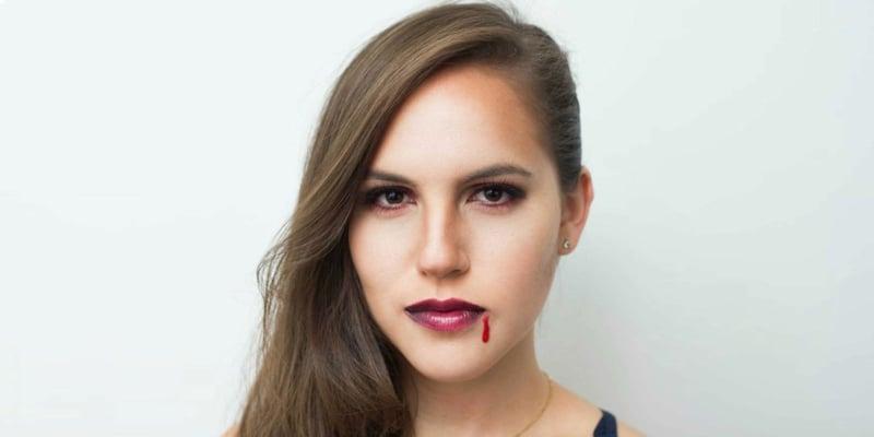 Kunstblut Tropfen Mundwinkel Vampir