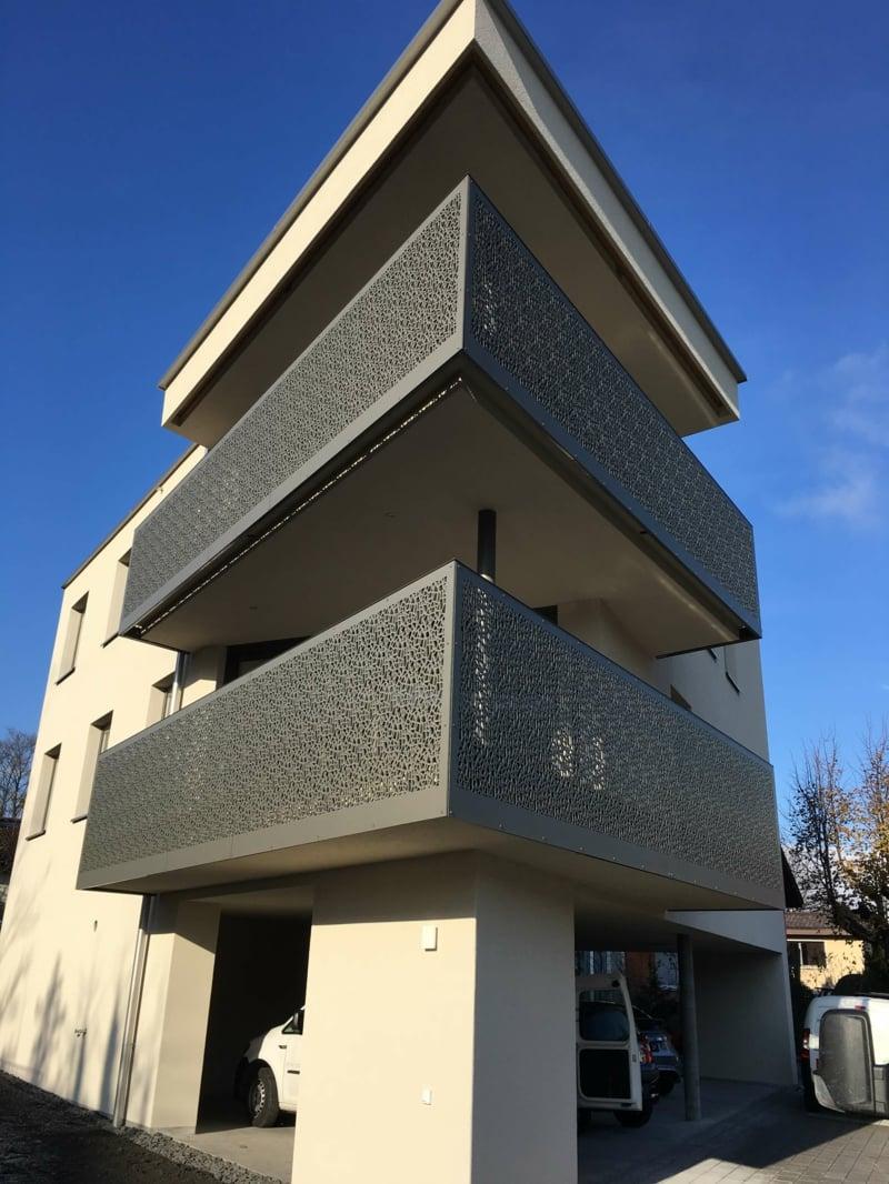 Metallverkleidung Balkon eingebaut Sichtschutz