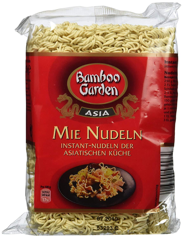 Salate mit asiatischen Mie Nudeln