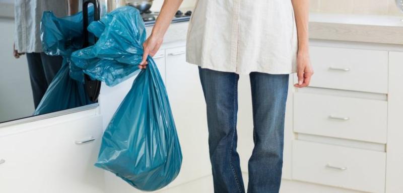 Abfalleimer leeren regelmäßig