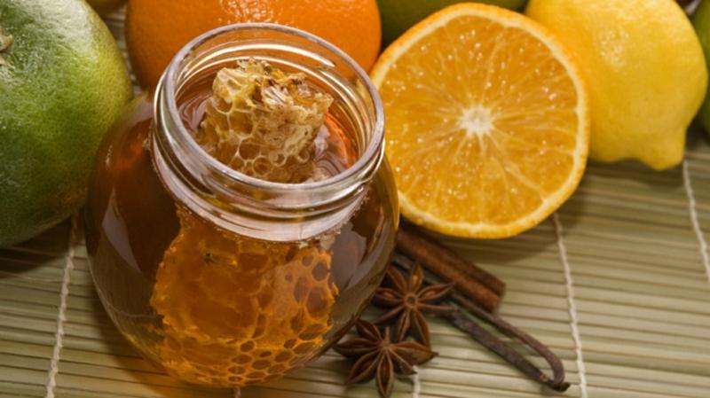 Peeling mit Orange, Honig und Zimt