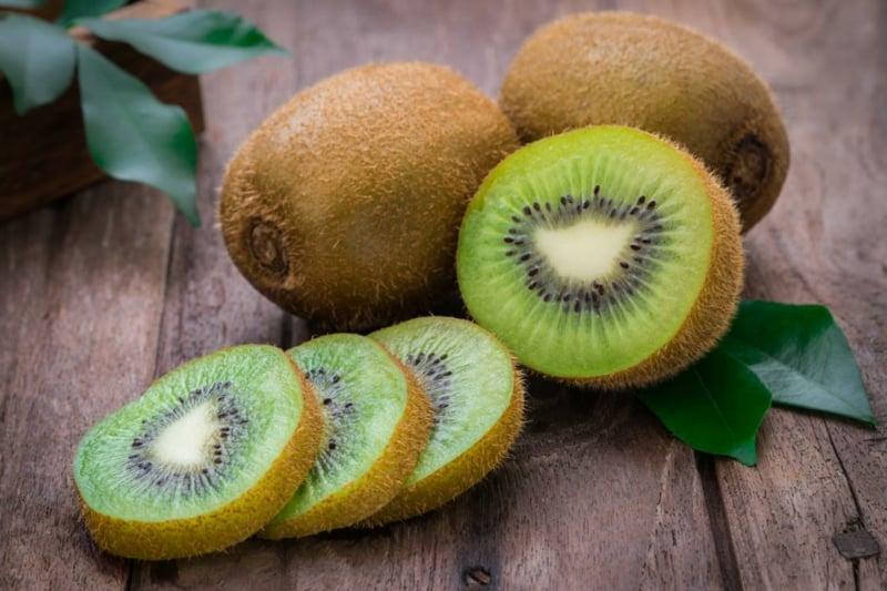 Peeling mit Kiwi gegen Akne