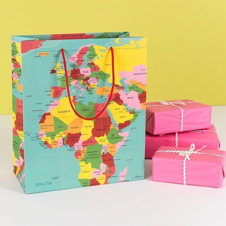 Reisegutschein basteln tolle Geschenktüte Weltkarte