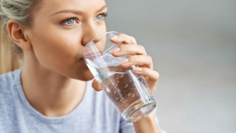 Salzwasser trinken Vorteile Gesundheit