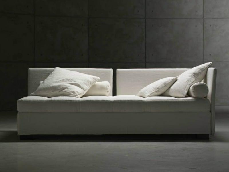 weißes Sofa minimalistisch ausklappbar Bettfunktion