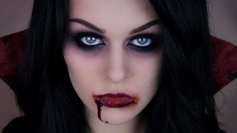 Halloween Schminken Vampir Lippen betonen