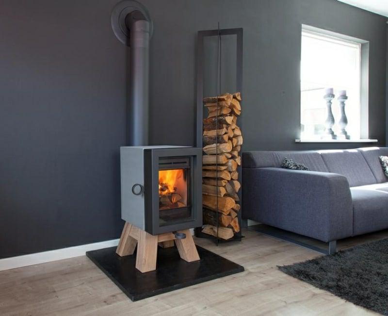 Schwedenofen mit Brennholzabteilung stilvoll