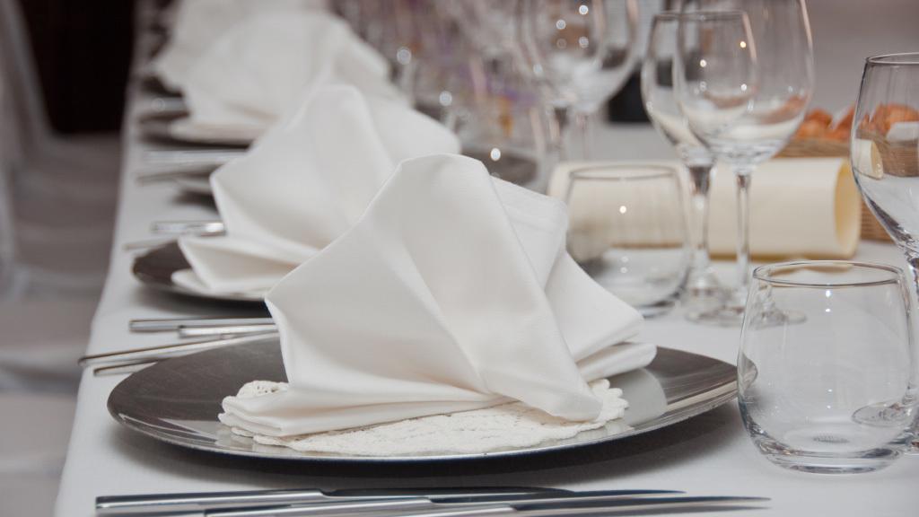 Tischdeko Hochzeit Servietten falten stilvolle Ideen