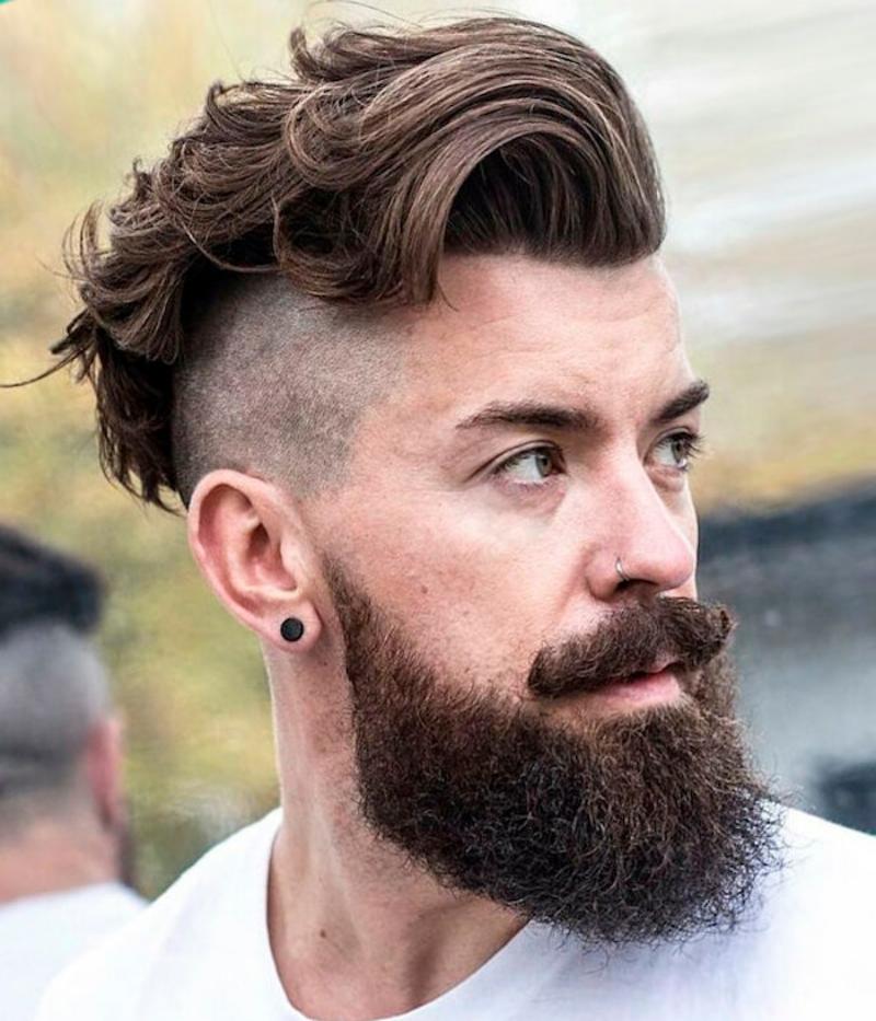 Sidecut extravagant lockiges Haar