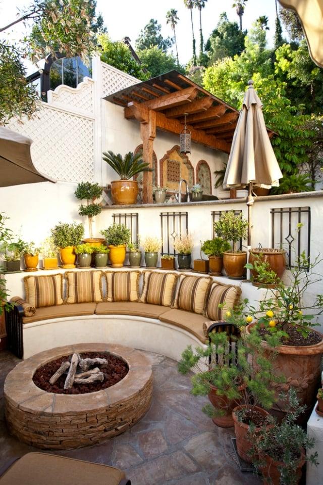 Outdoor Küche bequeme Sitzecke gestalten