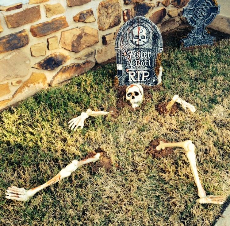 Halloween Deko eindrucksvoll Skelett Garten