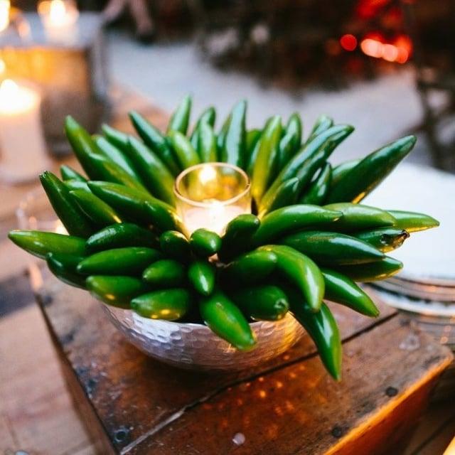 Tischdeko Hochzeit ausgefallen grüne Paprikaschoten