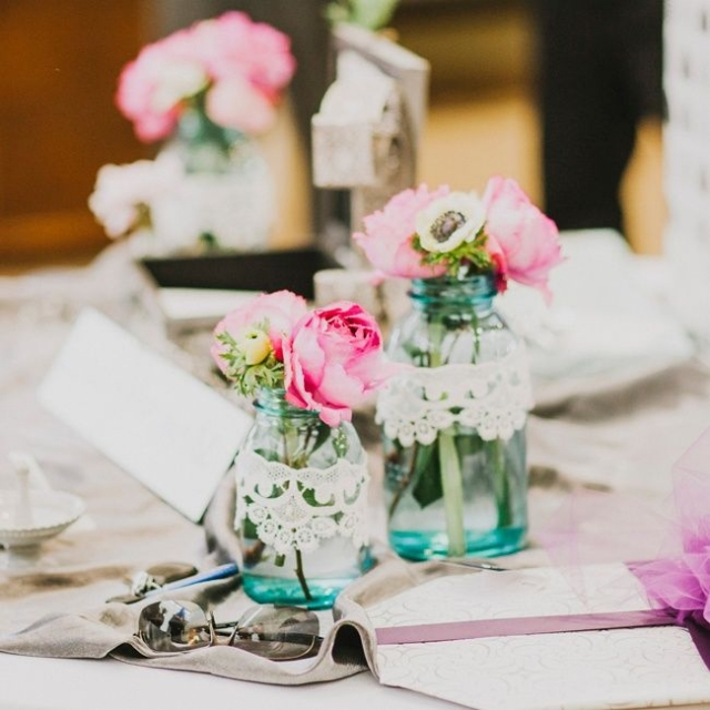 Vintage Tischdeko Hochzeit Rosen Marmeladengläser Spitze