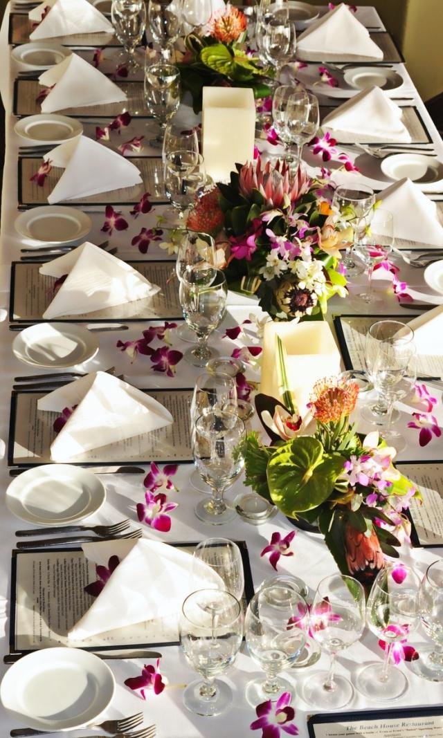 Tischdeko Hochzeit Blumen Stoffservietten stilvoll