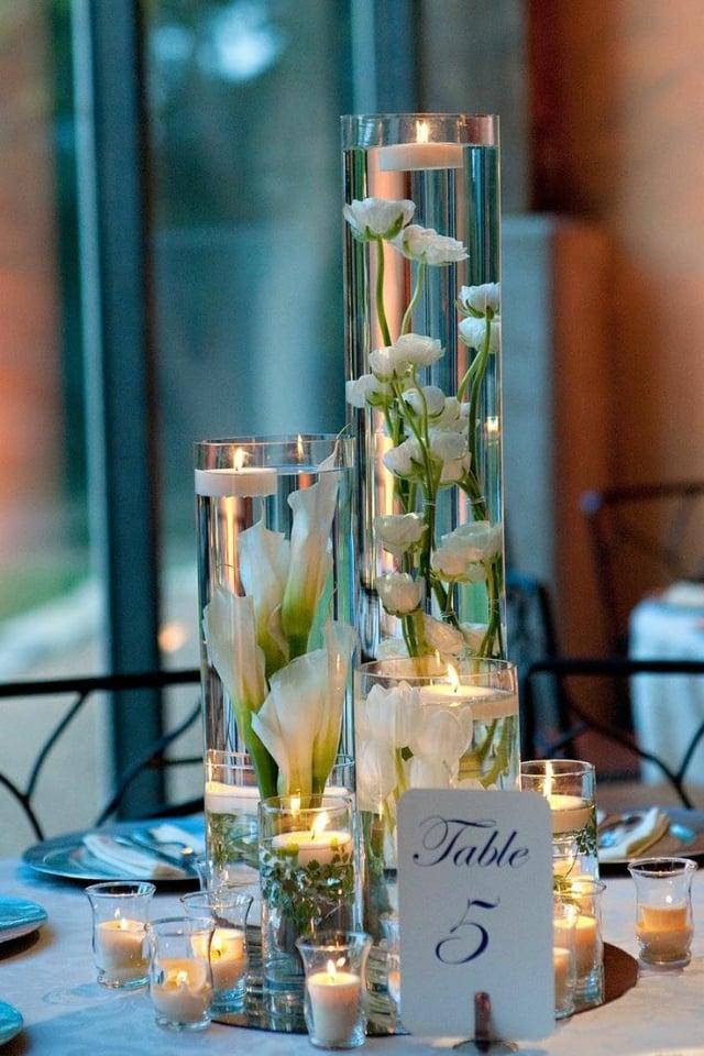 Tischdeko Hochzeit romantisch schwimmende Blumen