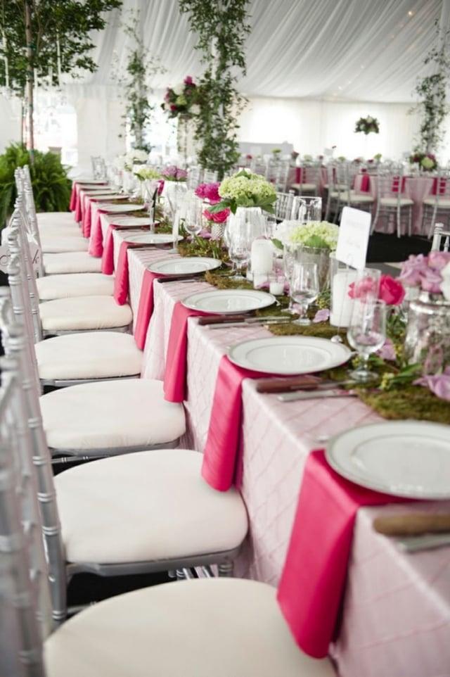 Tischdeko Hochzeit prachtvoll Stoffservietten Fuchsia