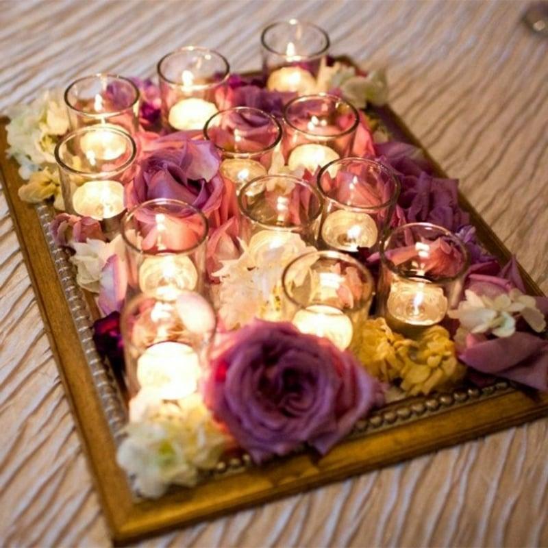 Tischdeko Hochzeit Windlichter und Rosen