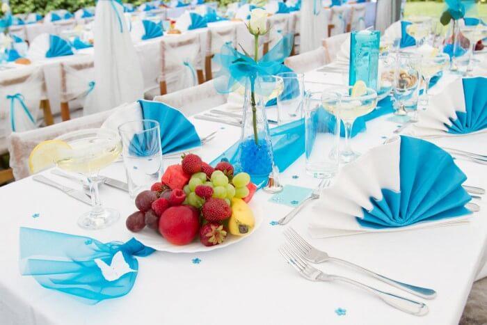 Tisch dekorieren Blau und Weiß