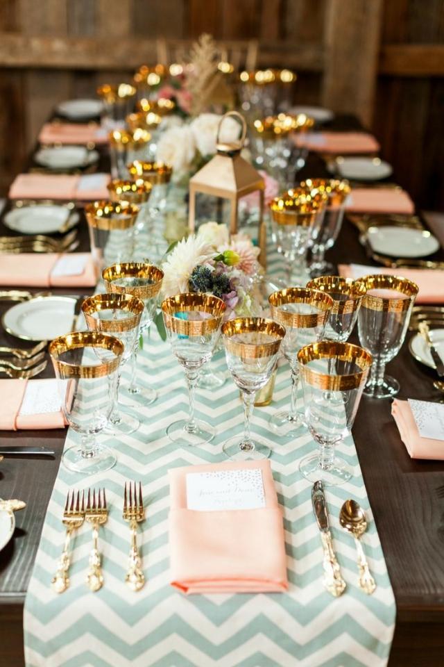 Tischdeko Hochzeit Tischläufer Gläser Rand golden