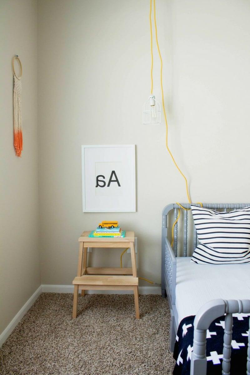 Kinderzimmer einrichten Tritthocker statt Nachttisch