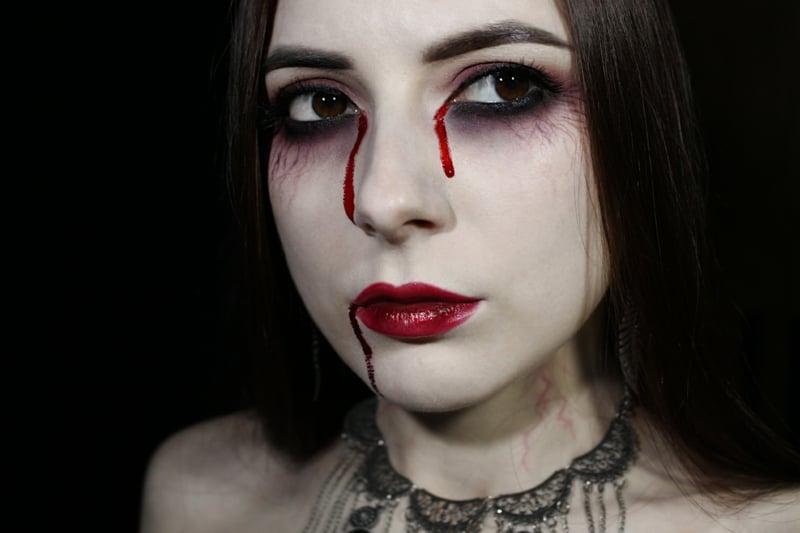 Schminkanleitung Vampir Make-up