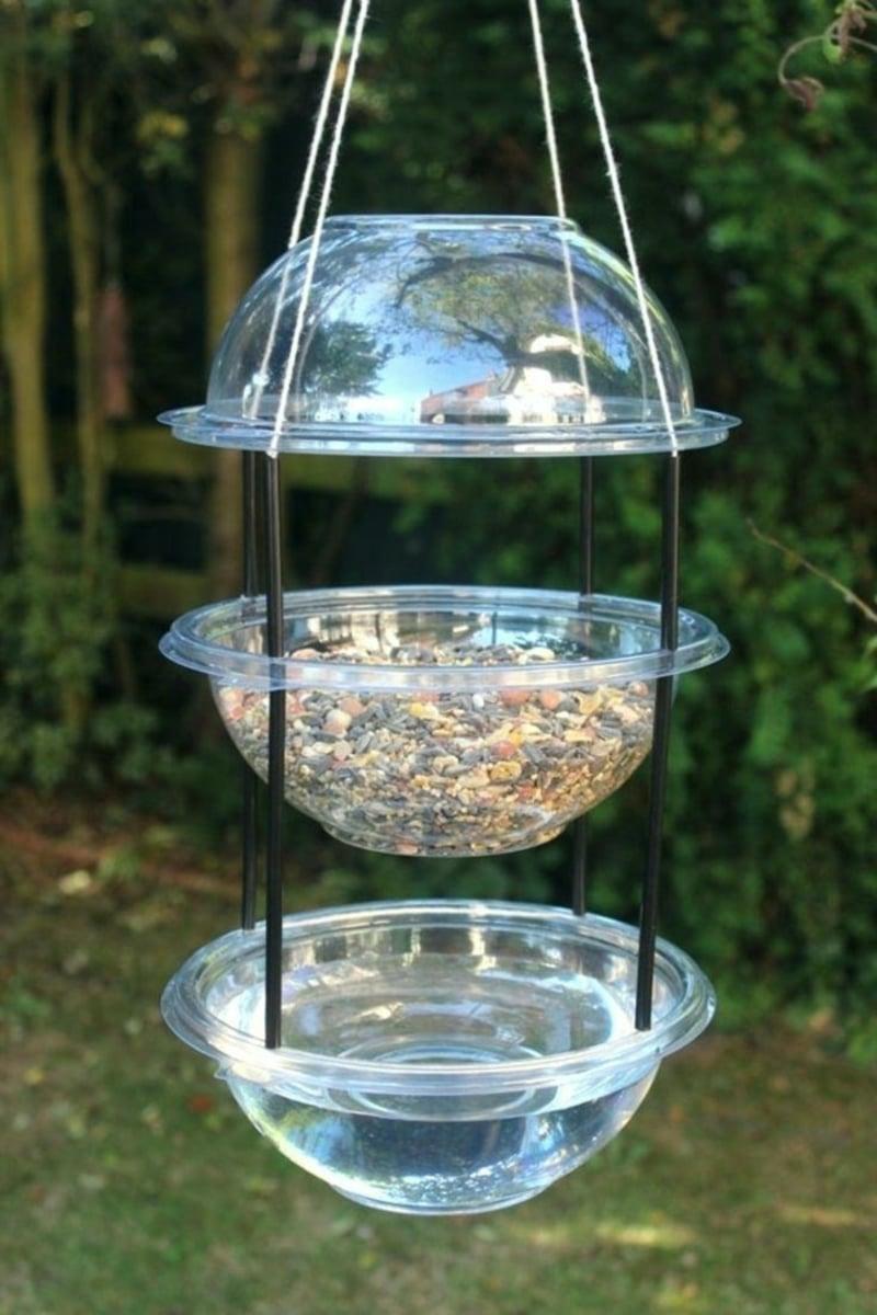 Vogelfutterhaus aus altem Geschirr tolle Idee Garten
