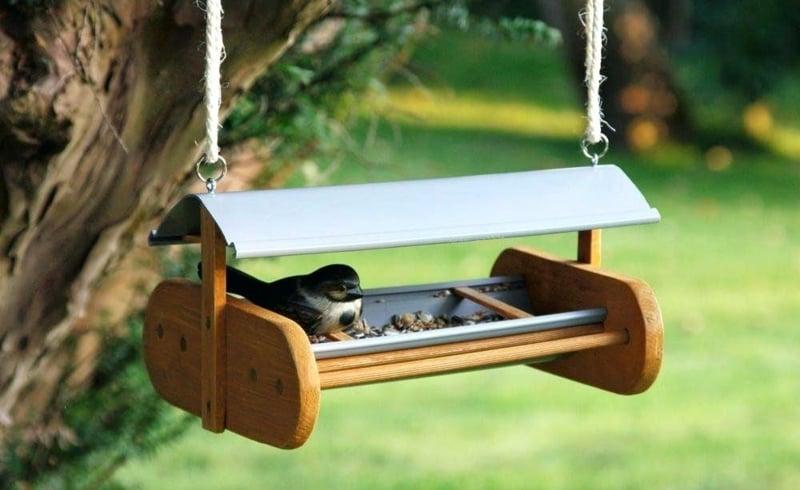 Vogelhaus bauen aus Holz kreative Ideen Garten
