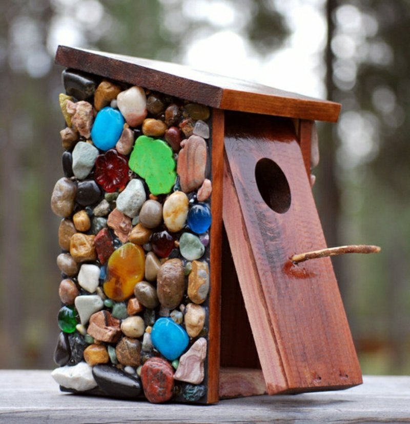 Vogelfutterhaus dekorieren Holz Steinchen