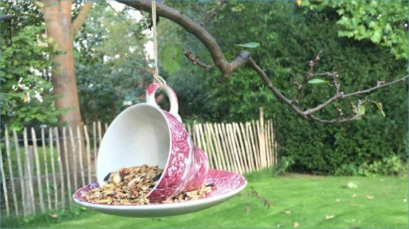 DIY Vogelhaus alte Teetasse mit Tassenuntersetzer