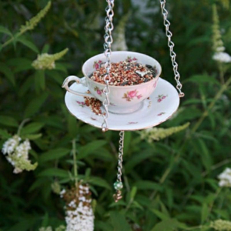 Vogelhaus selbst gestalten tolle Idee mit Teetasse