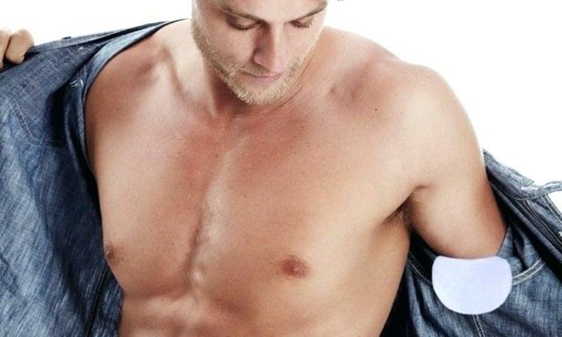 absorbierende Pads befestigen Hemd Mann