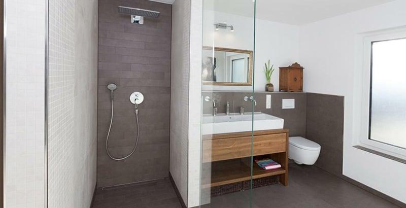 begehbare Duschemoderne Badgestaltung